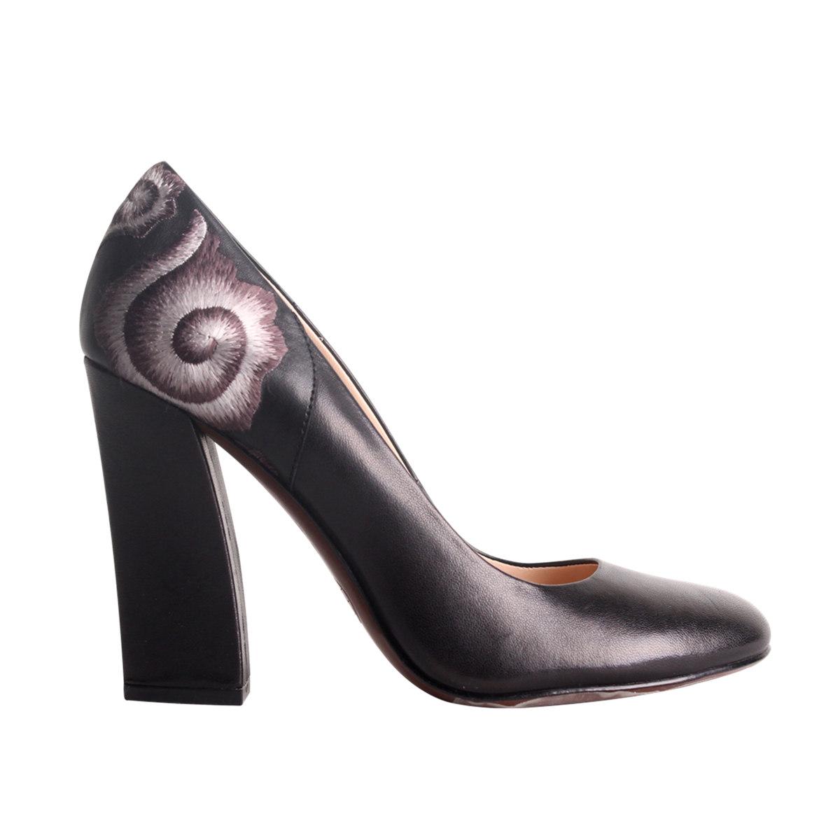 鞋子正面设计简笔画